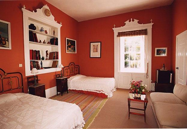Las Longueras bedroom
